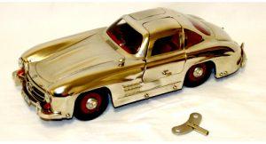"""Il numero seriale """"1952"""" non è un caso: clicca sulla foto per vedere altre immagini della Märklin Metall Mercedes 300 SL cromata."""
