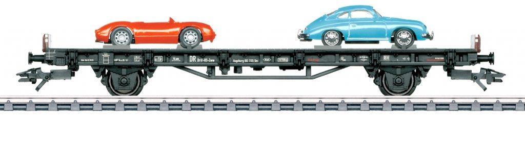 """Märklin 45052 - Il vagone della serie """"70 anni di auto sportive Porsche"""" dedicato agli anni '50 con la Porsche 356 e la Porsche 550 Spyder."""
