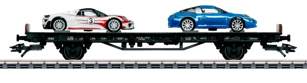 """Märklin 45058 - """"70 anni di auto sportive Porsche"""" - Il vagone più recente, dedicato alla contemporneità. Ospita la 911 Targa 4S e la mostruosa 918 WS."""