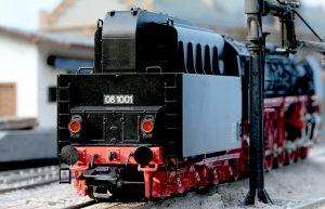 Il particolarissimo tender progettato per contenere il polverino di carbone. Clicca la foto per il modellino Trix della Gruppo 08.